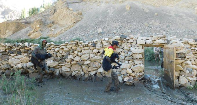 Floods cause massive destruction in GB; hundreds stranded in valleys, on roads