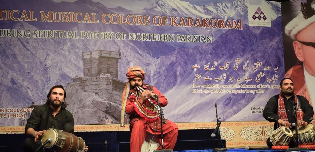 Noted folk singer from Sindh, Akbar Khameso Khan performs a folk tune on alghoza at PNCA. Photo by Fida Munsipa